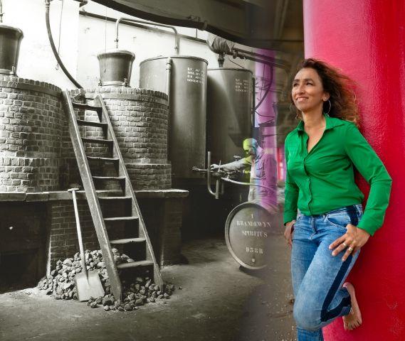 Mini-expositie over de familiegeschiedenis van Barbara Sevenstern, telg van 'Distillateurs, likeur- en brandewijnstokers van R.W. Sevenstern & Zoon' uit Dieren