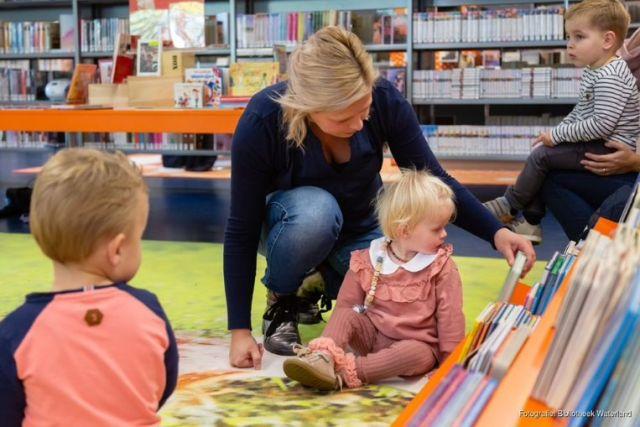 Uitstapje voor peuters en ouders naar de bibliotheek