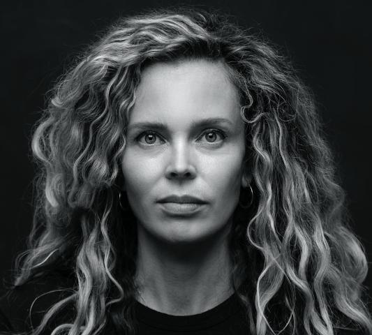 Ontmoet Roxane van Iperen, schrijfster van 't Hooge Nest: Online lezing