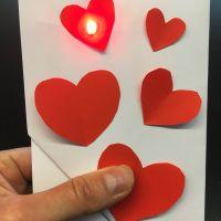 De Maakplaats: Maak een lichtgevende (Valentijns)kaart   8-10 jr.
